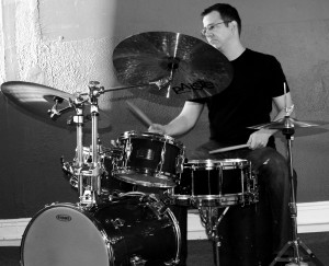 Hot drum action bw